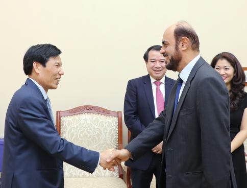 Bộ trưởng Nguyễn Ngọc Thiện tiếp Đại sứ Oman đến chào xã giao