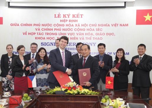 Ký kết Hiệp định về hợp tác trong lĩnh vực văn hóa, giáo dục, khoa học, thanh niên và thể thao giữa Việt Nam và Cộng hòa Séc .