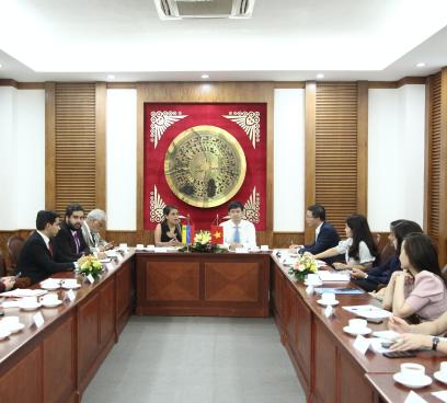 Thứ trưởng Lê Quang Tùng hội đàm với Thứ trưởng Bộ Văn hóa Venezuela Rodbexa Poleo