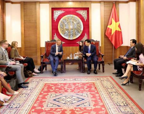 Bộ trưởng Nguyễn Ngọc Thiện tiếp Ngài Gareth Ward Đại sứ Anh tại Việt Nam đến chào xã giao nhân dịp mới nhận nhiệm kỳ tại Việt Nam.