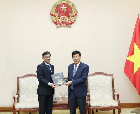 Bộ trưởng Nguyễn Ngọc Thiện tiếp Đại sứ Ấn Độ tại Việt Nam