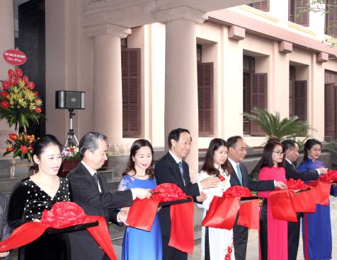"""Triển lãm ảnh: """"Thành tựu 40 năm Công cuộc Cải cách mở cửa nước CHND Trung Hoa"""""""