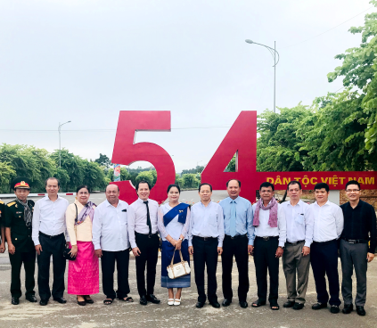 Đại sứ Campuchia tại Việt Nam thăm Làng Văn hóa-Du lịch các dân tộc Việt Nam