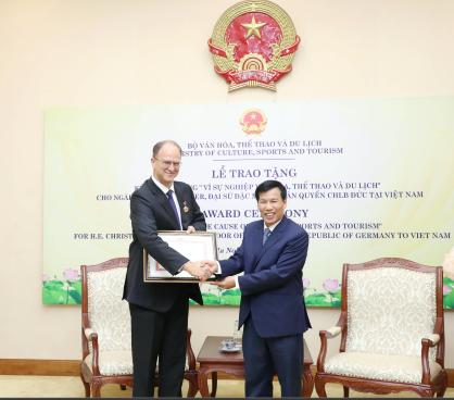 Trao Kỷ niệm chương vì sự nghiệp Văn hóa, Thể thao và Du lịch cho Ngài Christian Berger, Đại sứ CHLB Đức tại Việt Nam