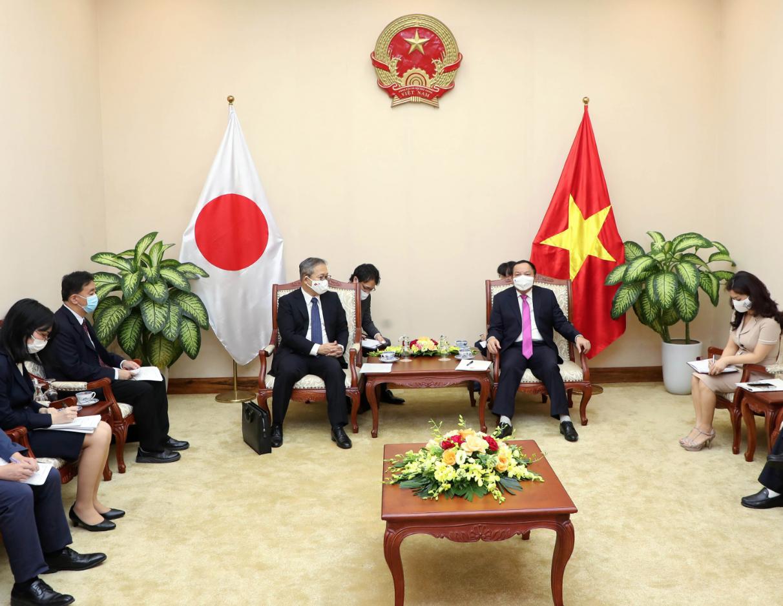 Bộ trưởng Nguyễn Văn Hùng và Đại sứ Nhật Bản tại Việt Nam nhất trí tổ chức các hoạt động văn hóa, thể thao và du lịch hướng tới kỷ niệm 50 năm Ngày thiết lập quan hệ ngoại giao giữa Việt Nam và Nhật Bản