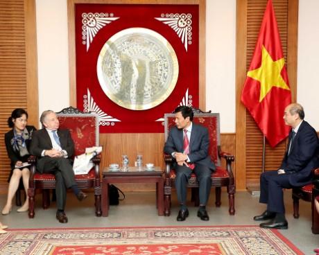 Bộ trưởng Nguyễn Ngọc Thiện tiếp Chủ tịch Liên đoàn Ô tô Quốc tế (FIA).