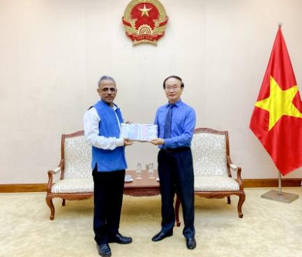 Phó Cục trưởng Cục Hợp tác quốc tế tiếp Giám đốc Trung tâm Văn hóa Swami Vivekananda tại Việt Nam