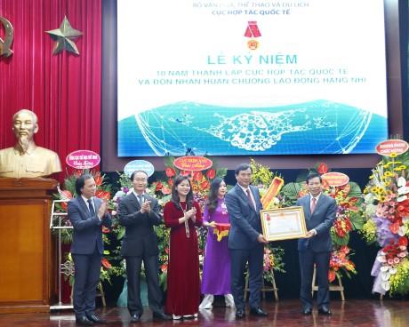 Cục Hợp tác Quốc tế kỷ niệm 10 năm thành lập và đón nhận Huân chương Lao động hạng Nhì