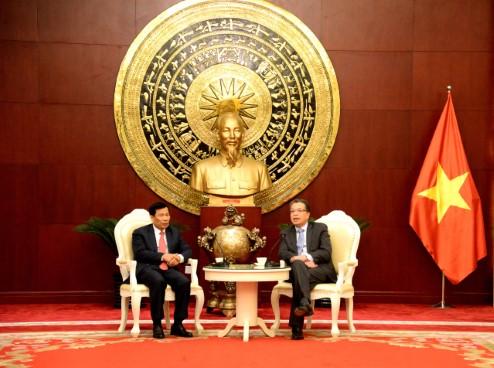 Bộ trưởng Bộ VHTTDL Nguyễn Ngọc Thiện tới thăm Đại sứ quán Việt Nam tại Trung Quốc