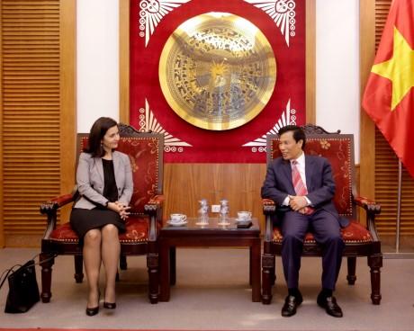 Bộ trưởng Nguyễn Ngọc Thiện tiếp Đại sứ nước Cộng hoà Bun-ga-ri tại Việt Nam
