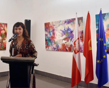"""Thứ trưởng Tạ Quang Đông dự Lễ Khai mạc triển lãm """"Biến đổi"""" kỷ niệm 70 năm thiết lập quan hệ ngoại giao giữa Ba Lan và Việt Nam"""