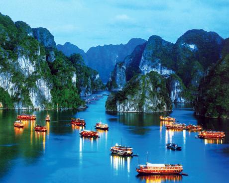 """Năm Du lịch quốc gia 2018 - Hạ Long - Quảng Ninh """"Hạ Long - Di sản, Kỳ quan - Điểm đến thân thiện"""""""