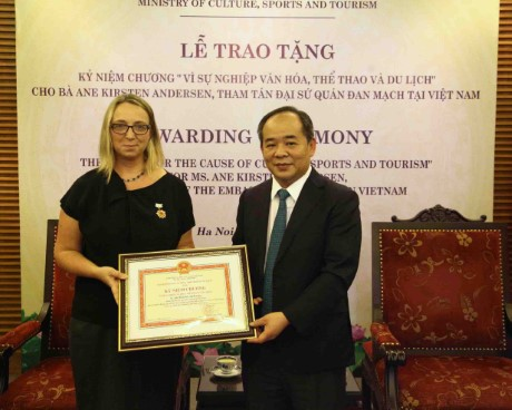 Trao Kỷ niệm chương Vì sự nghiệp văn hoá, thể thao và du lịch cho Bà Ane Kirsten Andersen, Tham tán Đại sứ quán Đan Mạch tại Việt Nam