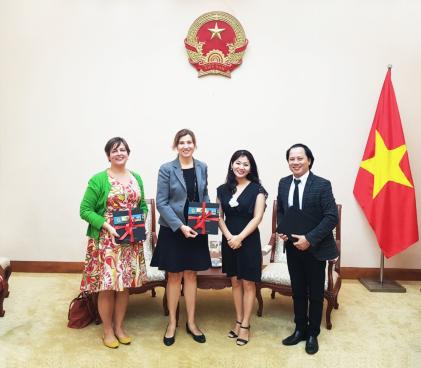 Cục trưởng Cục Hợp tác quốc tế Nguyễn Phương Hòa tiếp và làm việc với Tham tán Thông tin - Văn hoá, Đại sứ quán Hoa Kỳ tại Việt Nam.