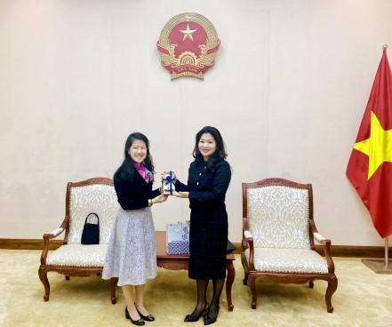 Cục trưởng Cục Hợp tác quốc tế Nguyễn Phương Hòa tiếp và làm việc với Đại biện Lâm thời Thái Lan tại Việt Nam