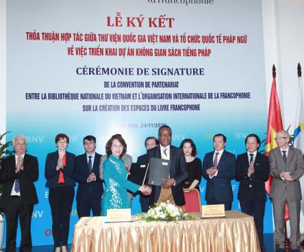 Thứ trưởng Tạ Quang Đông chứng kiến lễ ký Thỏa thuận hợp tác giữa Thư viện Quốc gia Việt Nam và Tổ chức quốc tế Pháp ngữ OIF