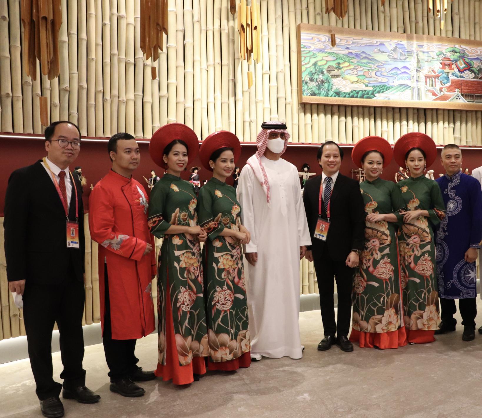 Thái tử Tiểu vương quốc Ajmal (Các Tiểu vương quốc Ả rập thống nhất) thăm Nhà Triển lãm Việt Nam