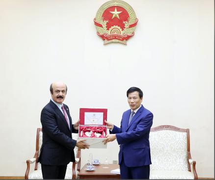 Bộ trưởng Nguyễn Ngọc Thiện tiếp Đại sứ Qatar đến chào xã giao