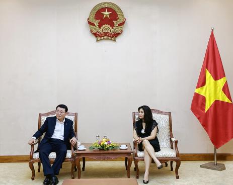 Cục trưởng Cục Hợp tác quốc tế Nguyễn Phương Hòa tiếp ông Chang Bok Sang, Chủ tịch Tập đoàn CJ Việt Nam.