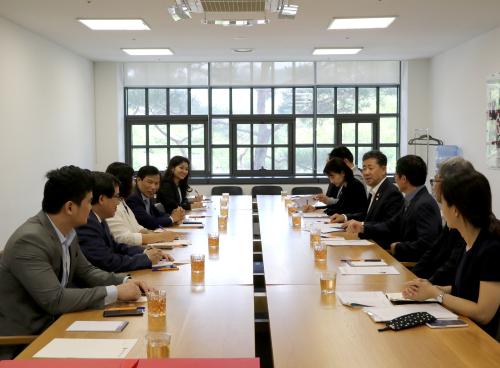 Hội đàm giữa Bộ trưởng Bộ VHTTDL Nguyễn Ngọc Thiện và Bộ trưởng Bộ VHTTDL Hàn Quốc Park Yang-woo