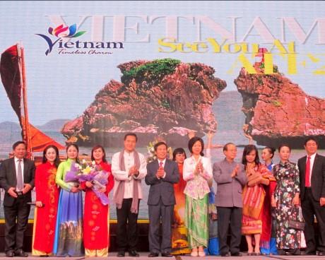 Bộ trưởng Nguyễn Ngọc Thiện chủ trì Chương trình Đêm Việt Nam trong khuôn khổ Diễn đàn Du lịch ASEAN 2018
