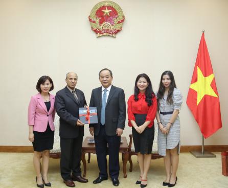 Thứ trưởng Lê Khánh Hải tiếp Đại sứ Ả Rập Xê Út đến chào xã giao