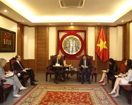 Bộ trưởng Nguyễn Ngọc Thiện tiếp Đại sứ Italia tại Việt Nam