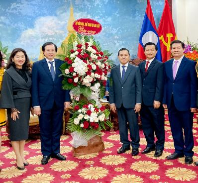 Thứ trưởng Bộ Văn hóa, Thể thao và Du lịch Tạ Quang Đông chúc mừng Quốc khánh CHDCND Lào