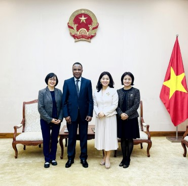 Cục trưởng Cục Hợp tác quốc tế tiếp Ông Chékou Oussouman  Trưởng đại diện tổ chức quốc tế Pháp ngữ OIF, khu vực châu Á  Thái Bình Dương tại Việt Nam