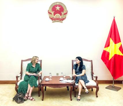 Cục trưởng Cục Hợp tác quốc tế tiếp Bà Donna McGowan, Giám đốc Hội đồng Anh tại Việt Nam