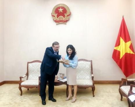Cục trưởng Cục Hợp tác quốc tế làm việc với Đại sứ Hungary tại Việt Nam