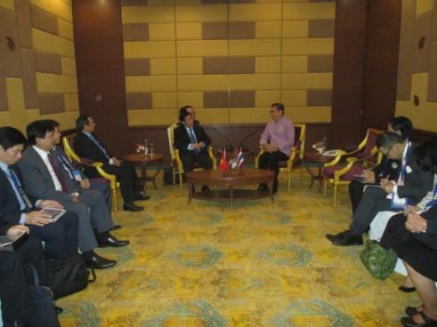 Bộ trưởng Nguyễn Ngọc Thiện tiếp xúc song phương  với Bộ trưởng Du lịch và Thể thao Thái Lan tại Diễn đàn Du lịch ASEAN 2018